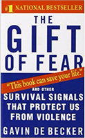 THE GIFT OF FEAR: <span>SURVIVAL SIGNS THAT PROTECT US FROM VIOLENCE</span>